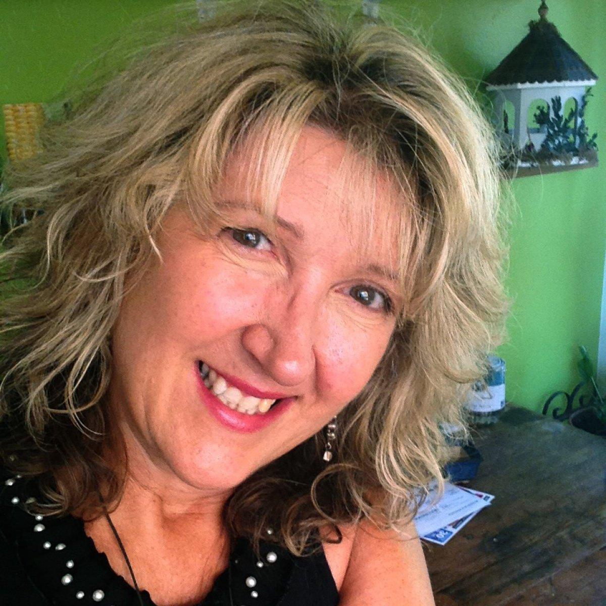 Suzanne Harle